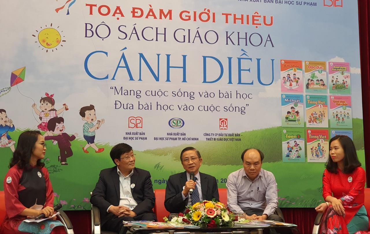 """SGK chương trình GDPT mới: Cán bộ dự giờ không thể """"bắt"""" giáo viên từng chữ"""